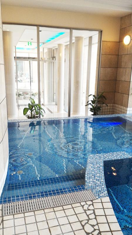 多度温泉の温泉プールは床も素敵!