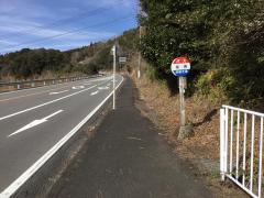 「梁崎」バス停留所