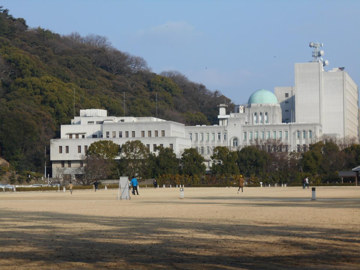 愛媛県庁の全景