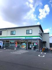 ファミリーマート 巻駅前店