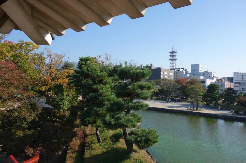月見櫓から松本市街地を望む