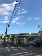ファミリーマート 鶴ケ峰店