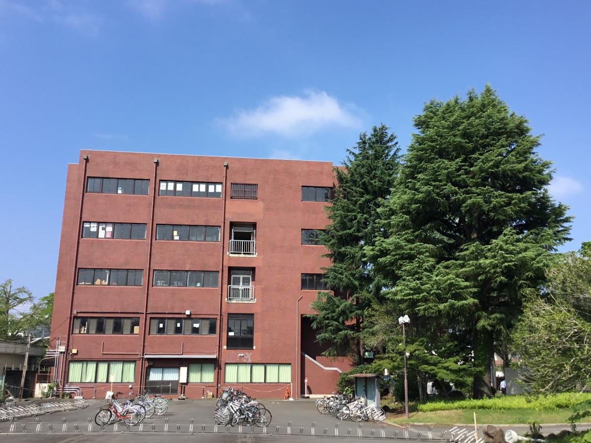 日本大学三島高校校舎