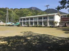 身延小学校