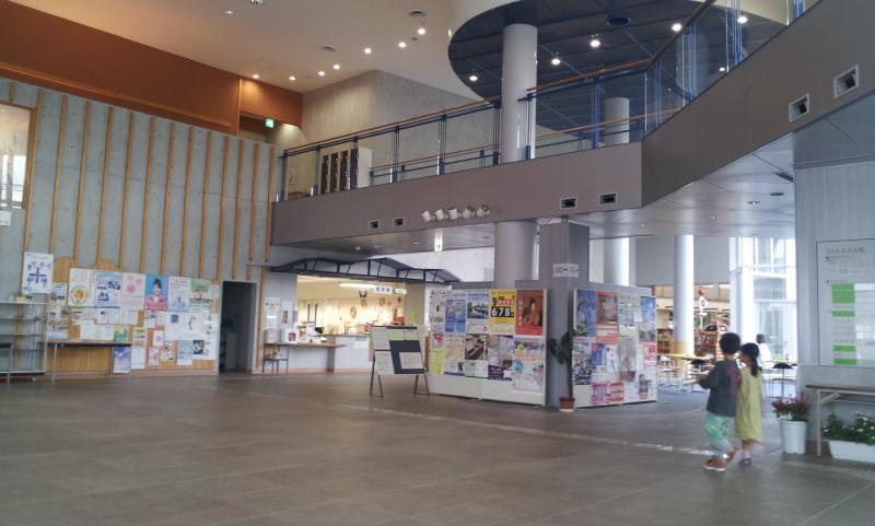 大きな作りの図書館です