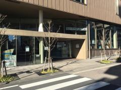 鶴川駅前図書館