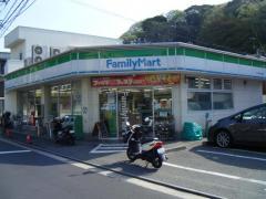 ファミリーマート ウシオ逗子小坪店