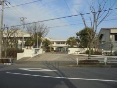 鴨志田 中学校