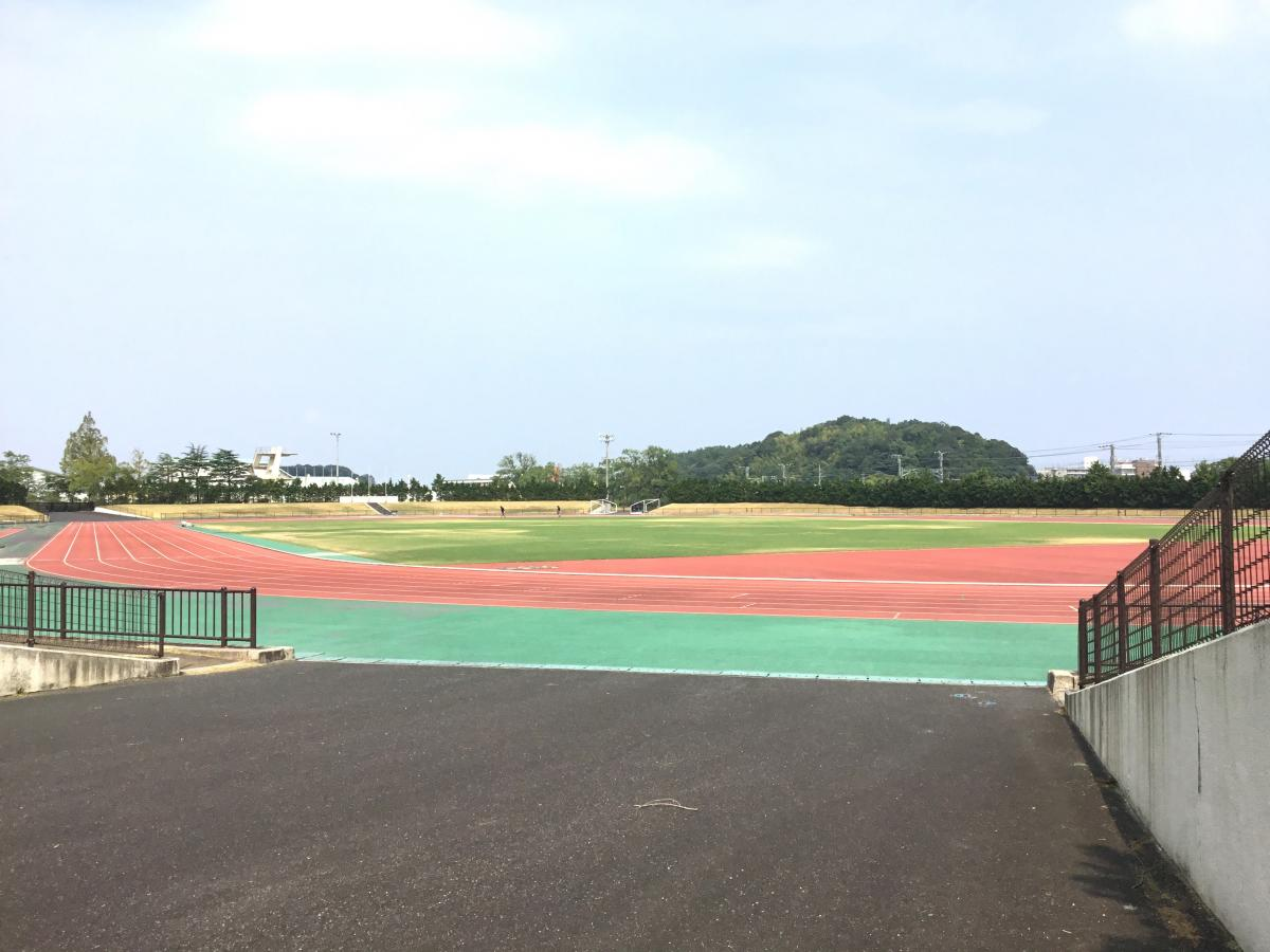 米子市営東山陸上競技場です
