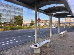 「小鶴新田駅」バス停留所