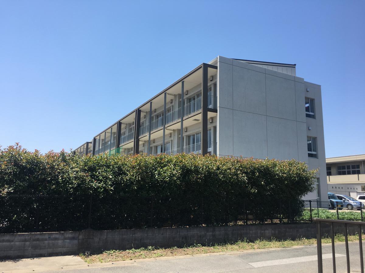 中学校南校舎外観。