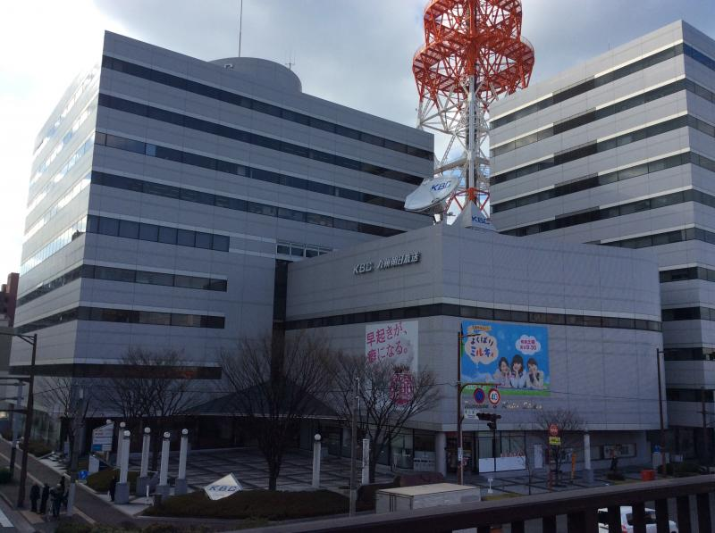 九州朝日放送の中に入っています。