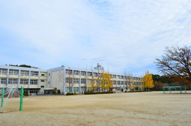 運動場と校舎