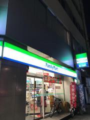 ファミリーマート 伏見駅前店